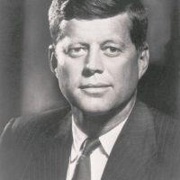 John F. Kennedy (1960-1963): el presidente 35º, asesinado antes de terminar su primer período. Tenía una fortuna de US$1,100 millones