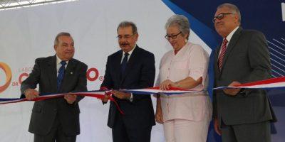 Laboratorios Dr.Collado inaugura planta de producción de fármacos