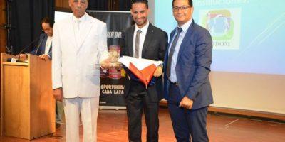 Dedican gala de premiación Atleta del Año 2016 a   Luguelín Santos