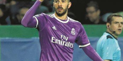 Karim Benzema le da el paso a octavos al Madrid
