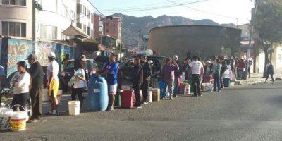 En Bolivia reciben agua solo tres horas al día
