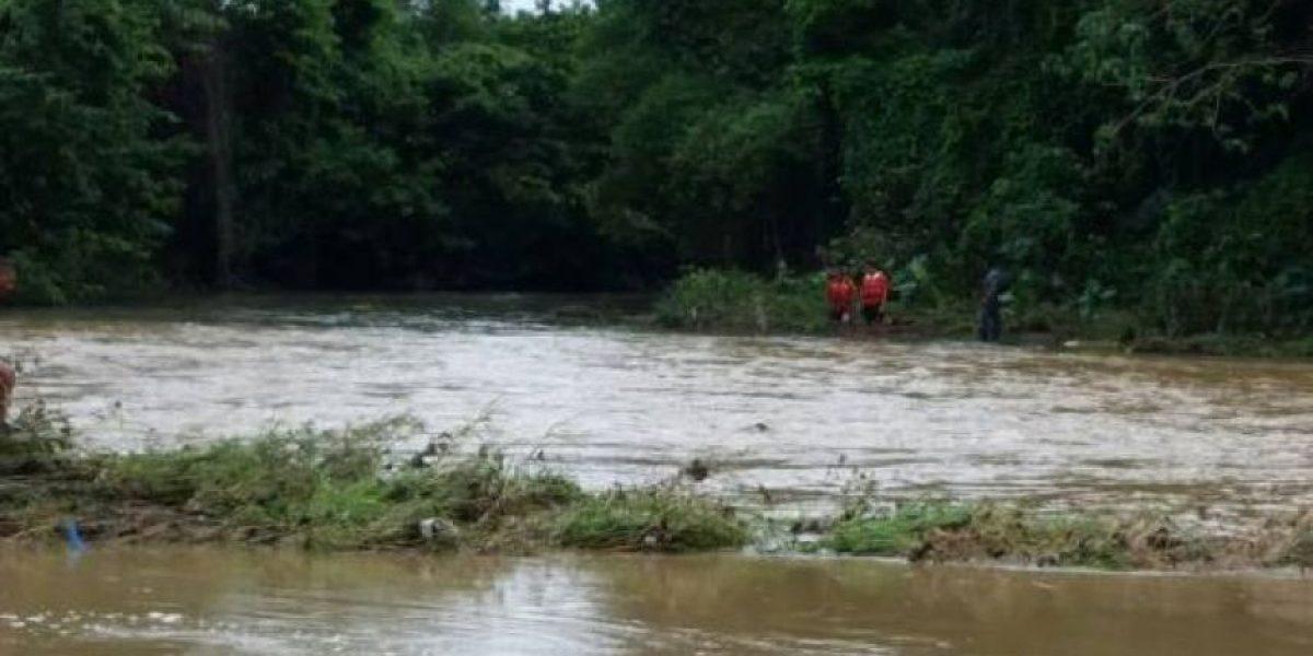 Rescatan cadáver de menor arrastrado por un río en Villa Tapia
