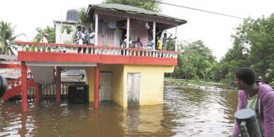 Cinco muertes por derrumbes y ríos crecidos
