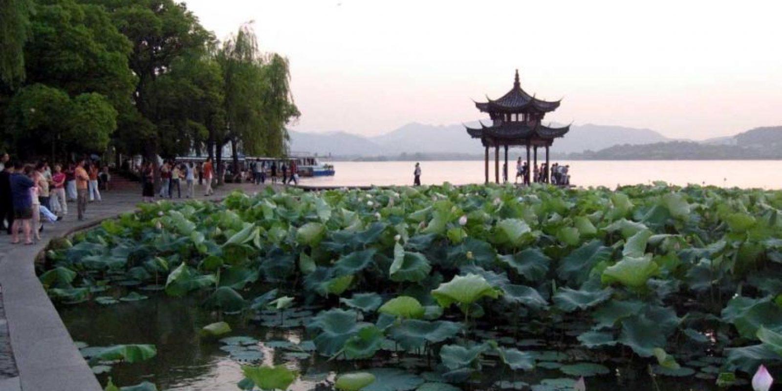 Hangzhou, China. Un retiro vacacional para los turistas chinos, que como las flores de durazno en sus jardines comienza a florecer en la escena internacional. Sus paisajes, dignos de ser considerados Patrimonio Cultural de la UNESCO, cautivarán a cualquier viajero. Foto: FREEIMAGES
