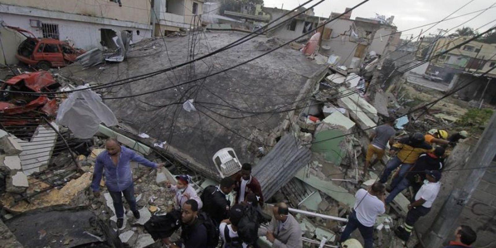 Edificio derrumbado tras explosión en envasadora Solgas Foto:Roberto Guzmán