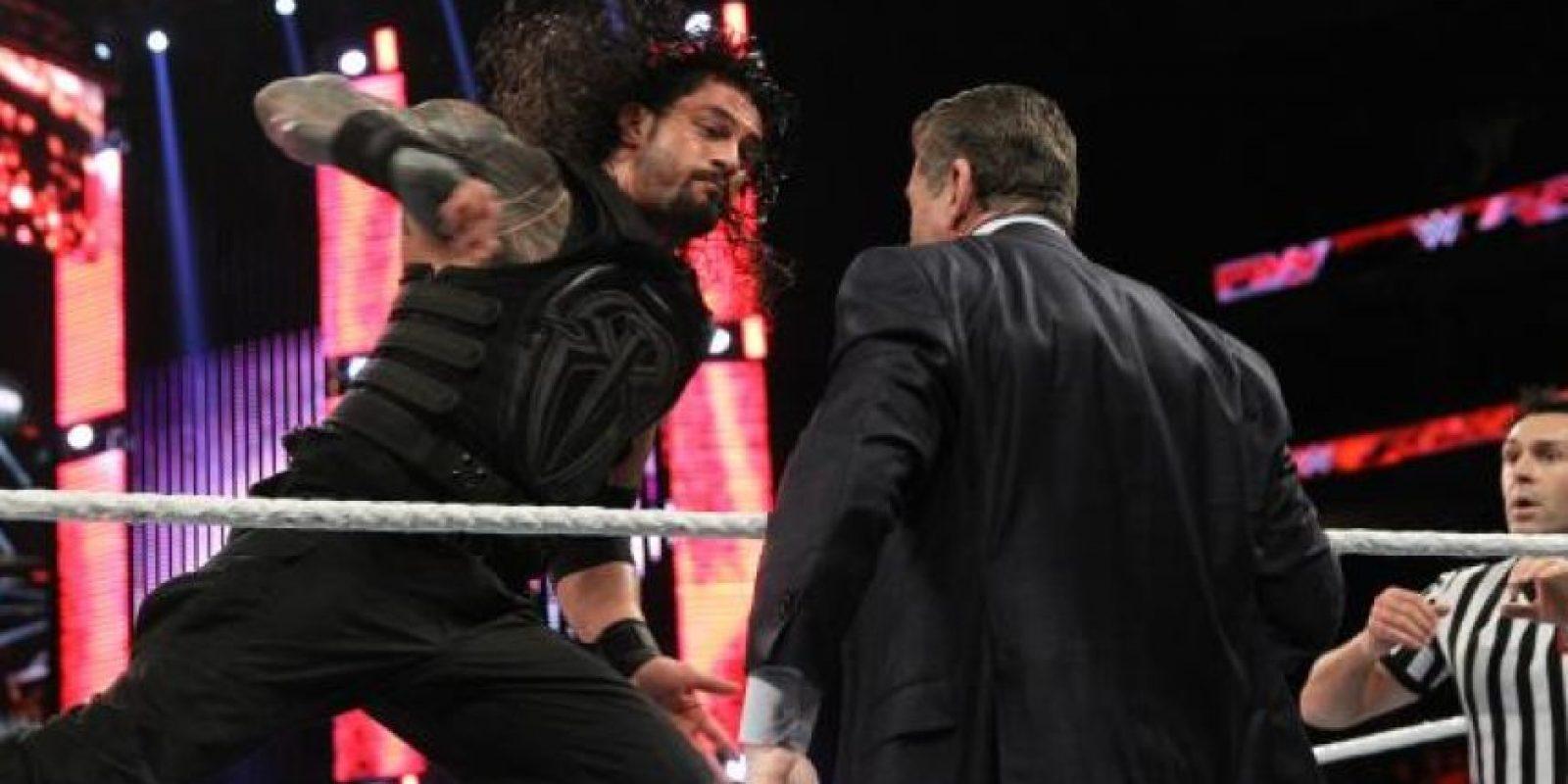 4. Pesa 120.3 kilos (265 libras) Foto:WWE
