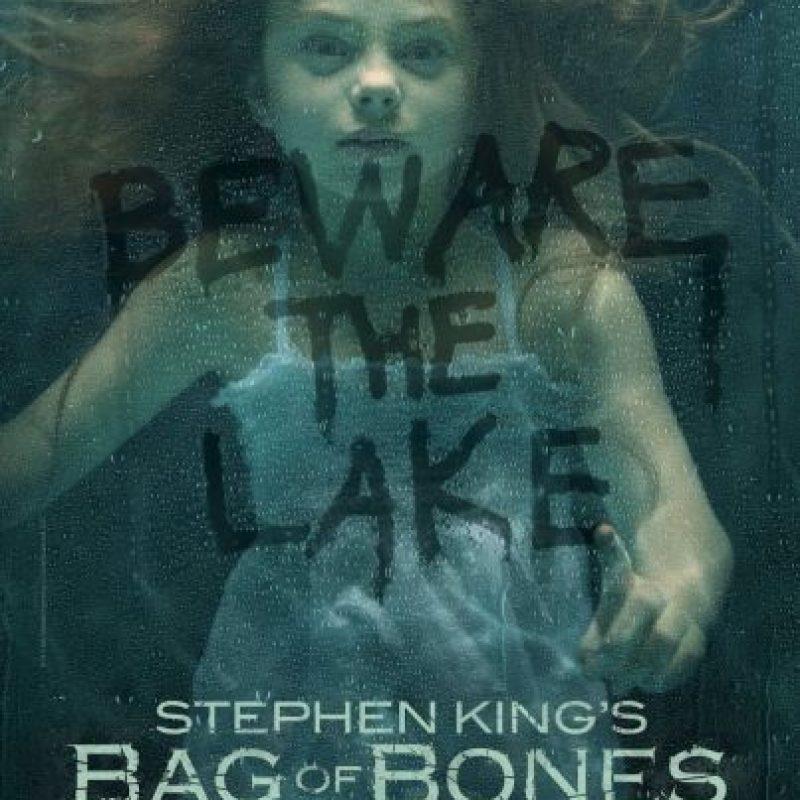 En este thriller psicológico de Stephen King, un escritor pierde la inspiración después de la muerte de su esposa, hasta que un sueño le lleva de vuelta a la casa donde todo comenzó. Foto:A&E