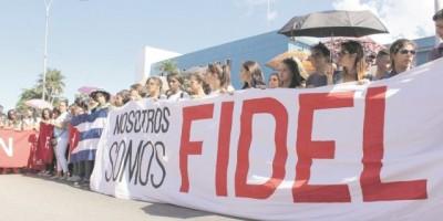 Fidel vive entre los universitarios