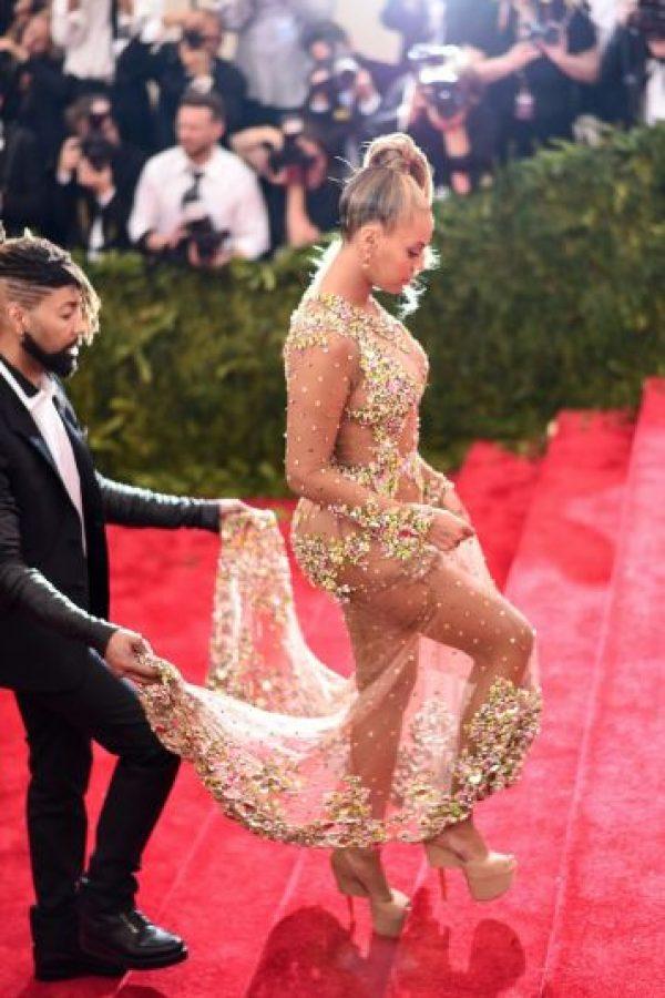 La cantante lució un vestido de transparencias en la MET GALA del Museo de Arte de Nueva York Foto:Getty Images