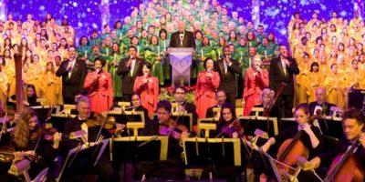 El mismo incluye una gloriosa narración de la historia de Navidad por una celebridad acompañada por una orquesta de 50 piezas y un coro de iglesia. Foto:Disney
