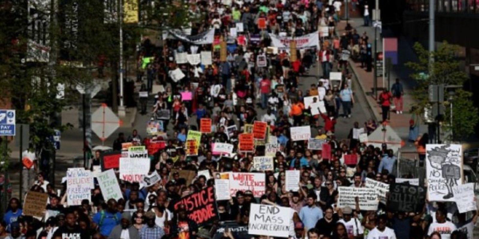 """La muerte de Freddie Gray, de 25 años, tras sufrir lesiones mientras se encontraba bajo la custodia de la policía en abril, dio lugar a dos semanas de protestas en el centro de Baltimore. El incidente volvió a encender el debate de la vigilancia policial y se convirtió en un tema más de enfoque del movimiento """"Black Lives Matter"""". Foto:Getty Images"""