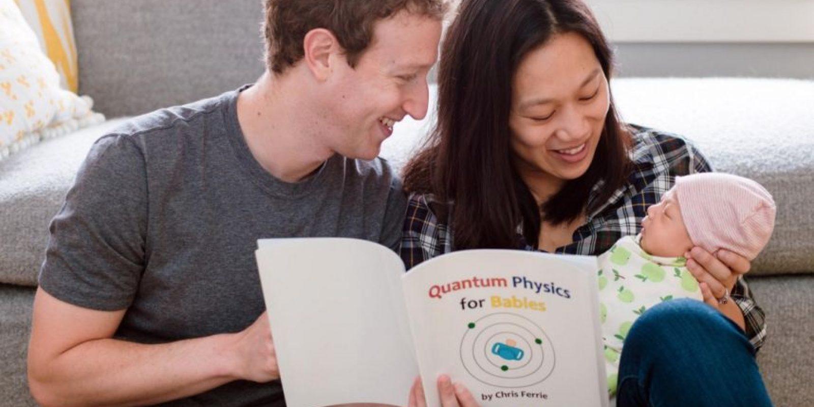 Al fundador de Facebook le gusta leerle libros a su hija. Foto:facebook.com/zuck