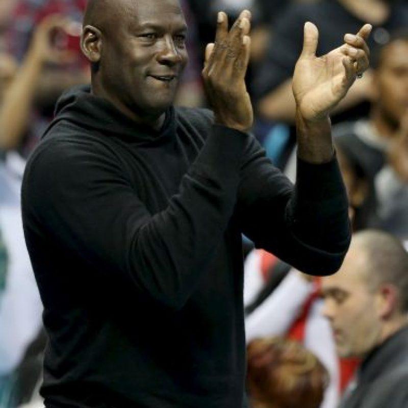 En 2006 compró los derechos totales de los Charlotte Bobcats, equipo que llegó a la NBA por el proceso de expansión en 2004. Foto:Getty Images