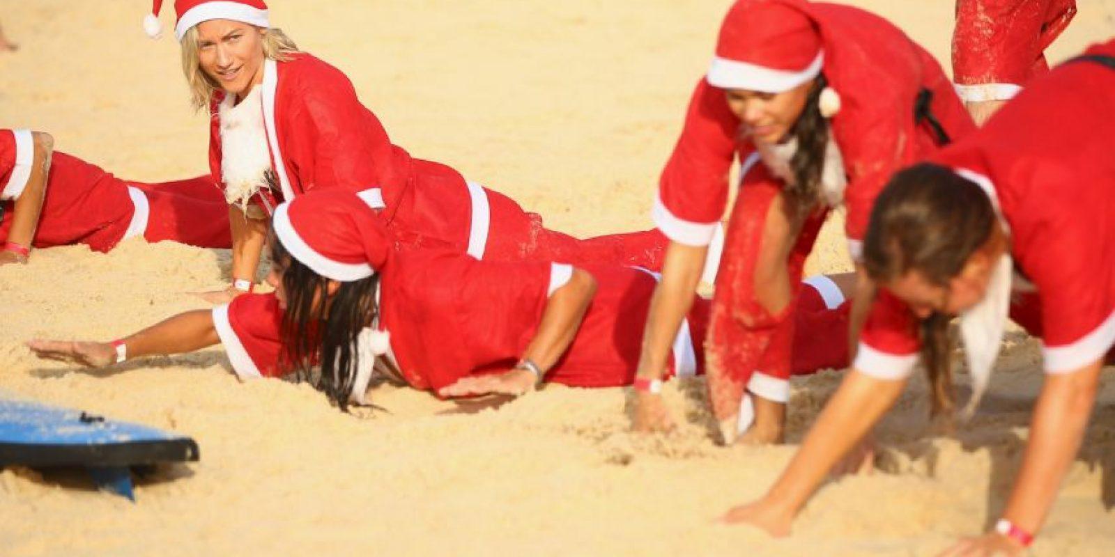 Demostrando un espíritu muy navideño. Foto:Getty Images