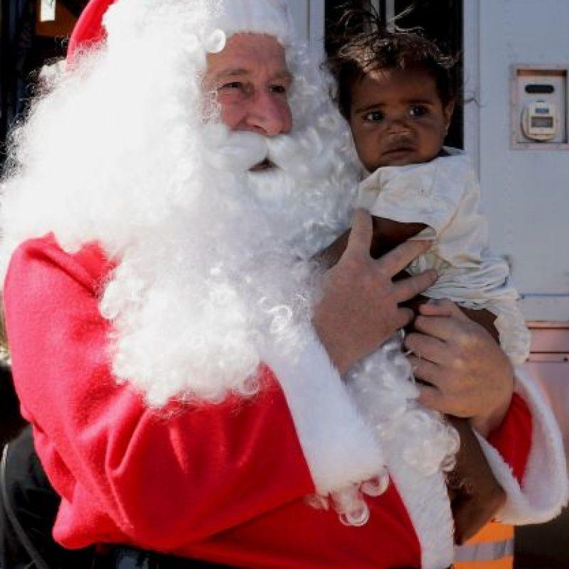 Santa Claus es un hombre que lleva regalos a niños de todo el mundo. en Navidad. Foto:Getty Images