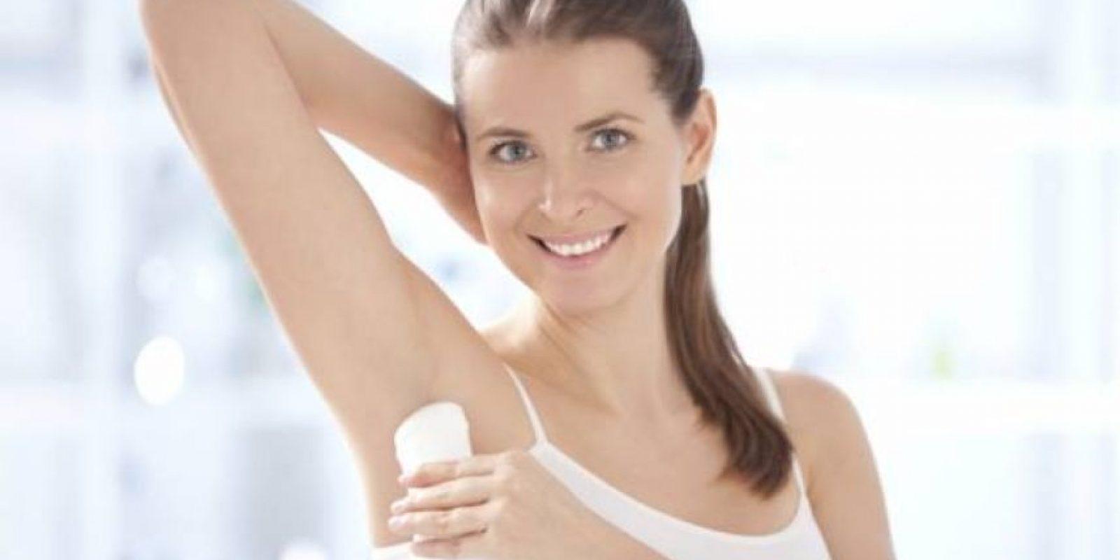 Se recomienda utilizar desodorantes con más cloruro de aluminio y rasurarse con la piel húmeda. Foto:Fuente externa