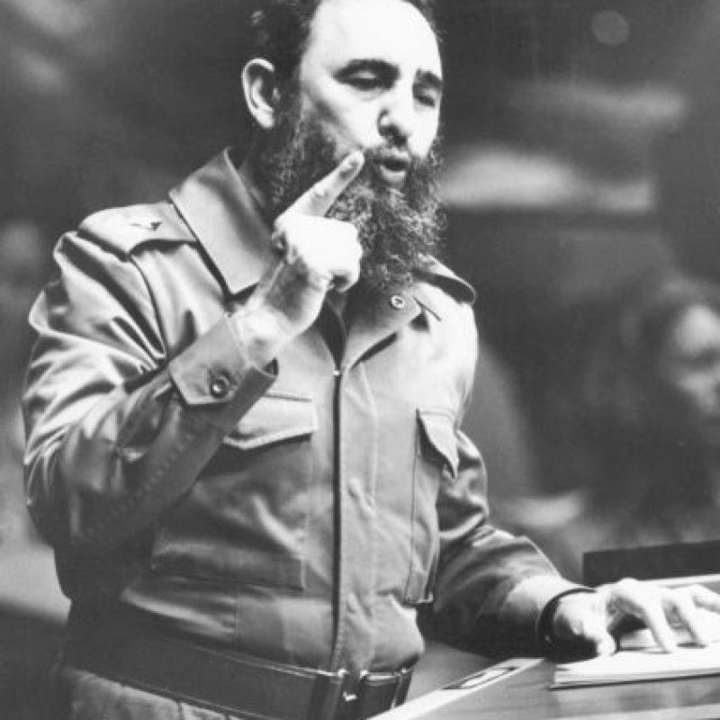 La historia me absolverá. La historia me absolverá es el alegato de autodefensa de Fidel Castro antes del juicio que se inició contra él el 16 de octubre de 1953 por los asaltos a los cuarteles Moncada y Carlos Manuel de Céspedes, en Santiago de Cuba y Bayamo, respectivamente, el 26 de julio. Durante su discurso pasó de ser acusado a acusar y delineó el programa de la futura Revolución en Cuba. Foto:CREATIVE COMMONS | GETTY