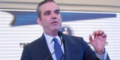 """Luis Abinader: """"Medina eleva la deuda al 46 % del PIB"""""""