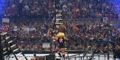 Las dos parejas dieron una cátedra de lucha extrema y aérea Foto:WWE