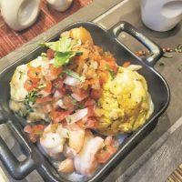 Platos criollos. En The Market también cuenta con algunos platos inspirados en la gastronomía dominicana, como este dúo de mofongo (plátano y yuca). Foto:Fuente externa