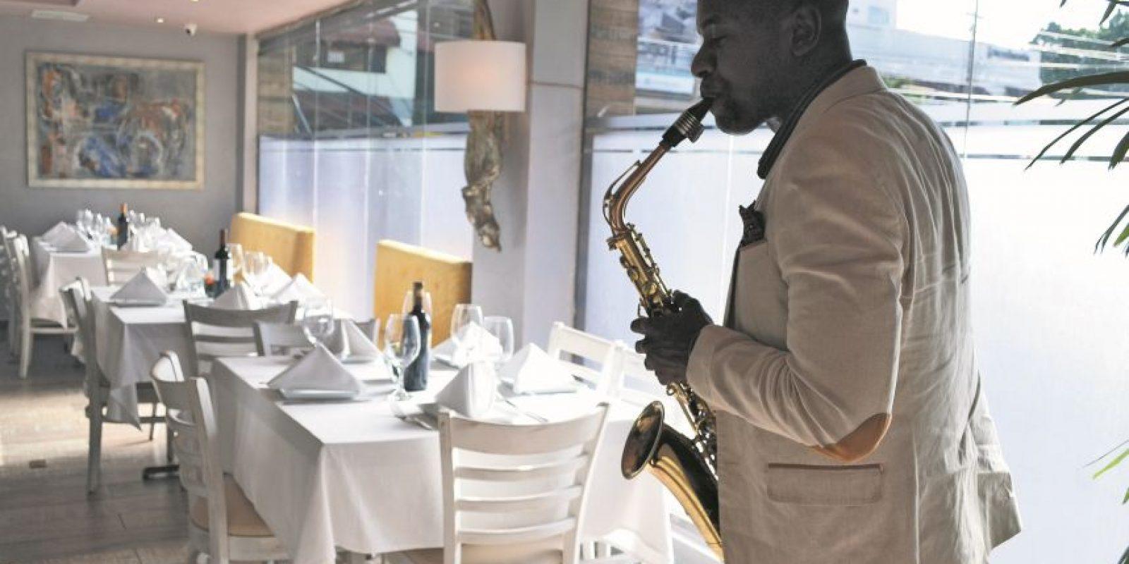 En Minas puedes deleitarte al ritmo de un saxofón, mientras almuerzas con las delicias de Japón e Italia en un ambiente al estilo retro chic. Foto:Mario de Peña