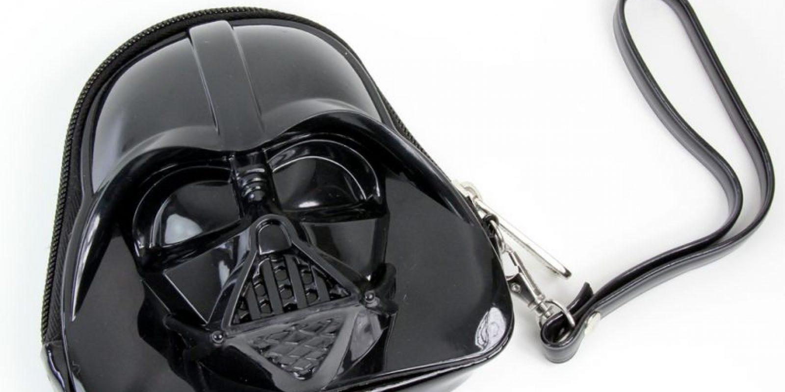 Torrid sacó un clutch de Darth Vader, entre otros personajes. Foto:vía Torrid