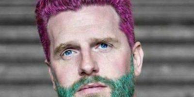 Pintar la barba de colores para mostrar una nueva masculinidad. Foto:vía Instagram