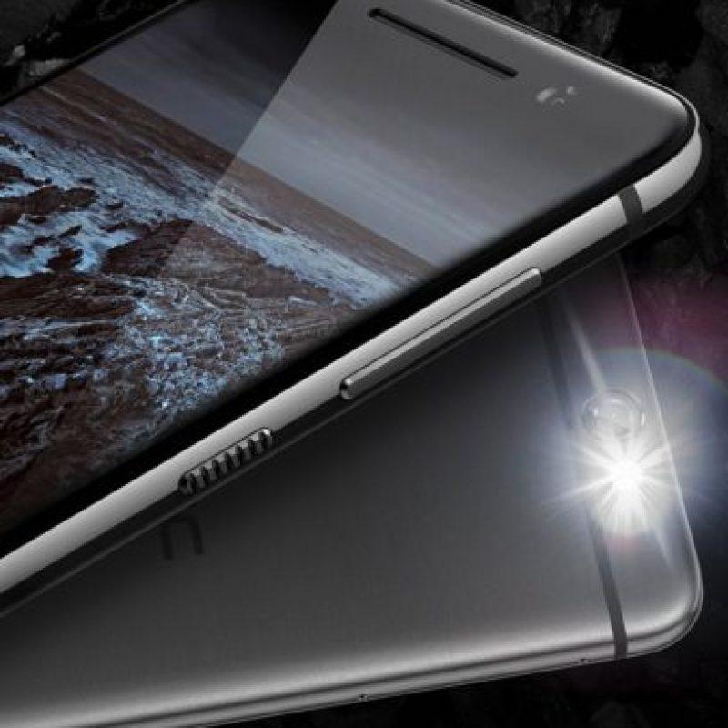 5.- Este modelo tiene un costo de 200 dólares aproximadamente. Foto:HTC