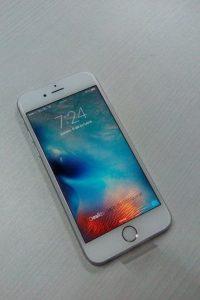 El nuevo iPhone 6 es más estilizado y cuenta con bordes más redondeados. Foto:Apple