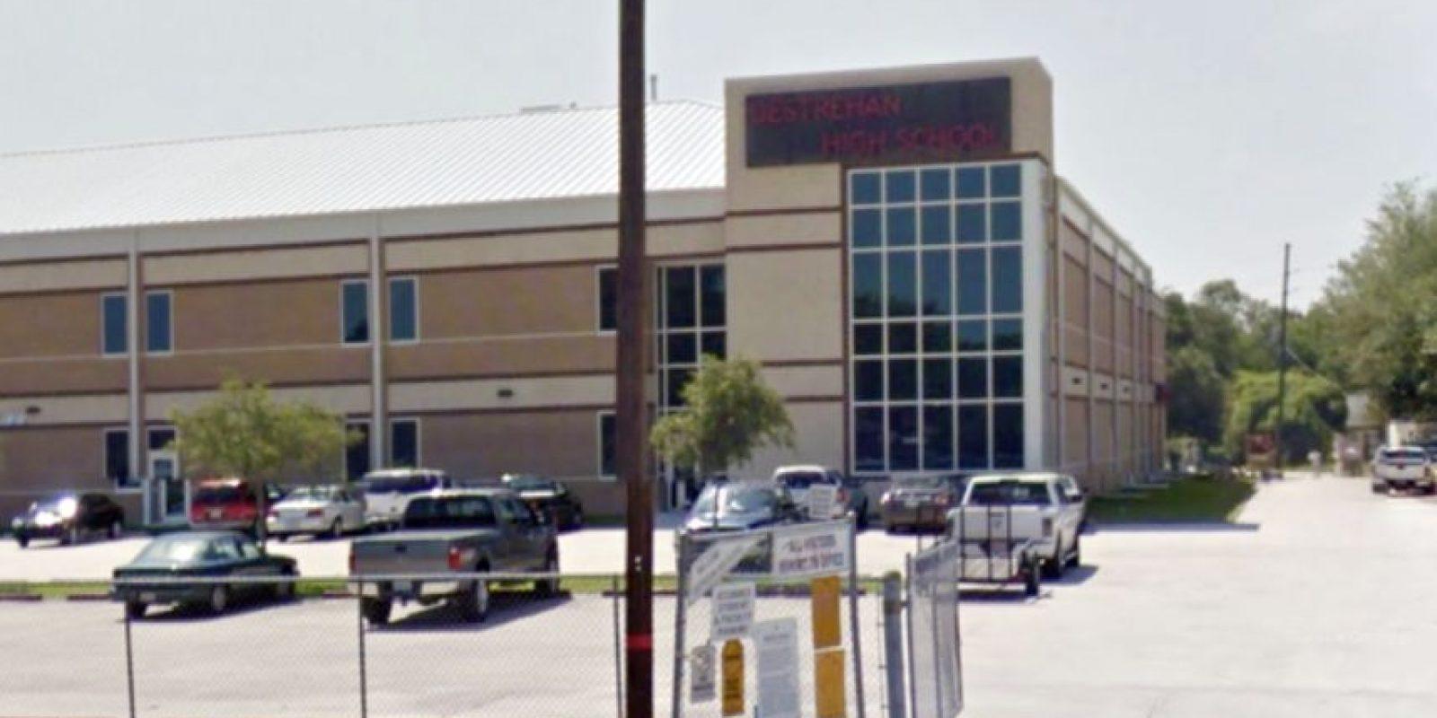 El alumno de 16 años estudiaba en la escuela Destrehan High School. Foto:Google Maps