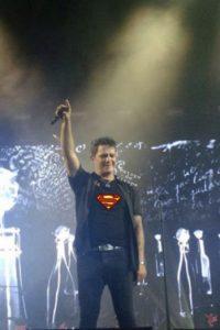 Las fans lo convirtieron en su nuevo héroe Foto:vía twitter.com