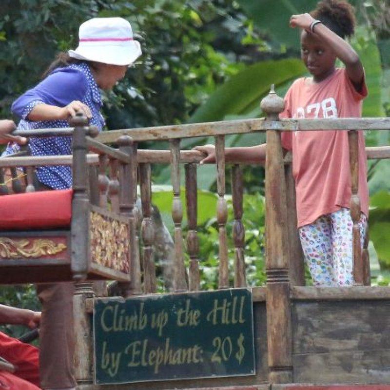 Sin embargo, este paseo familiar desató la ira de las asociaciones que protegen a los elefantes explotados en esta zona. Foto:Grosby Group