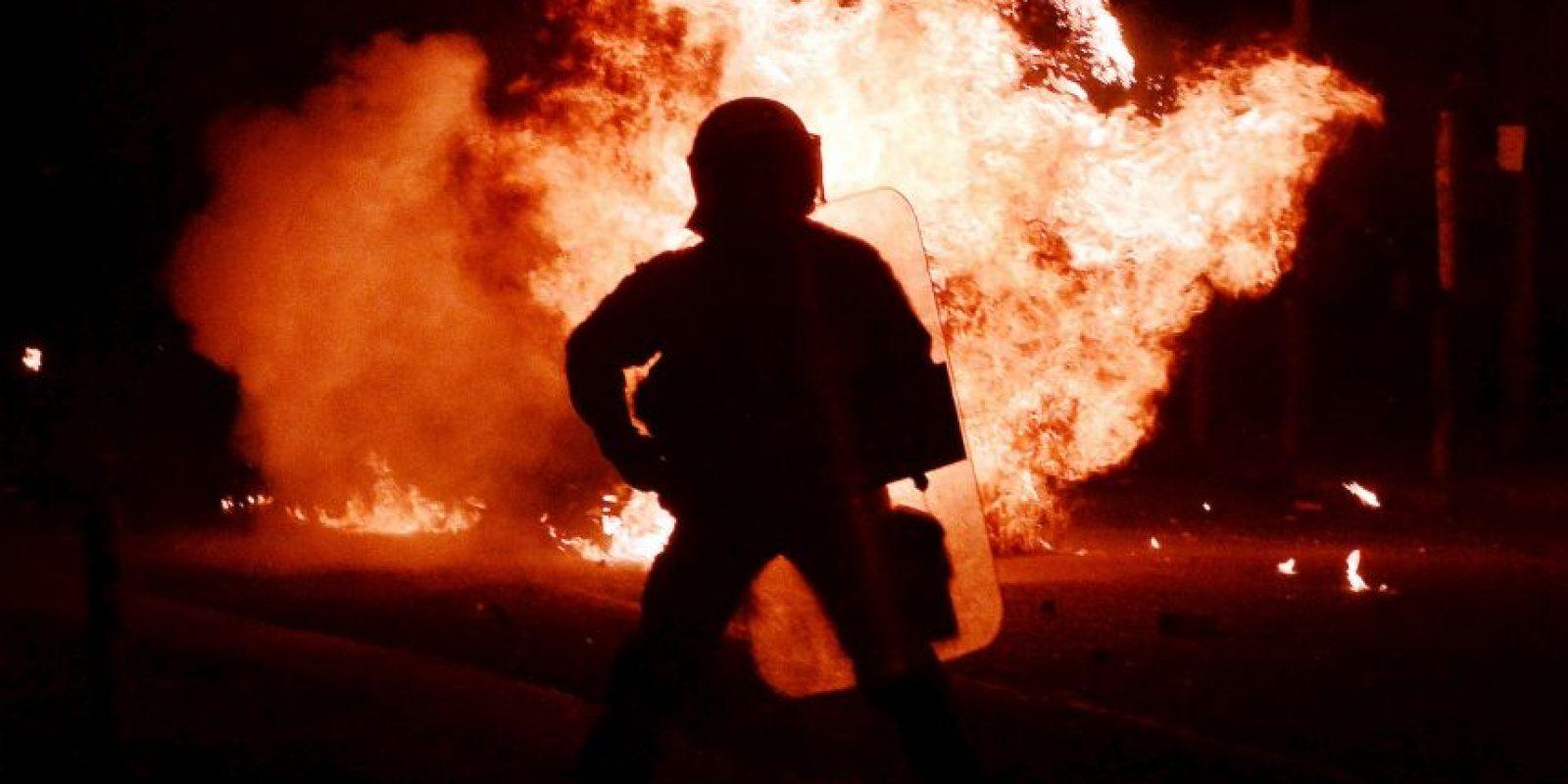Policía antidisturbios. Foto:AFP
