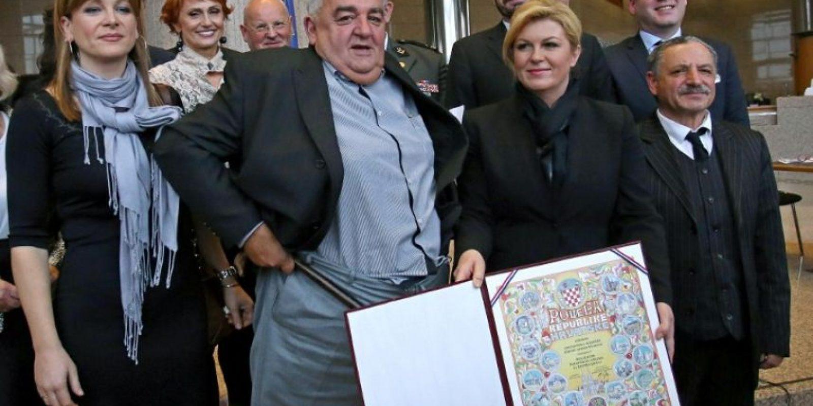 Inmediatamente lo corrigió, aunque quedó registrado en la fotografía oficial Foto:AFP