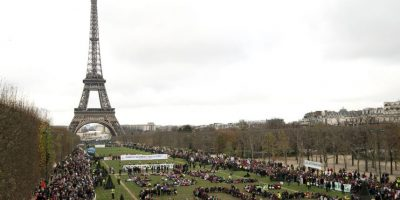 """""""Hay una enorme brecha en este acuerdo, pero se puede salvar por la tecnología limpia. Estamos en una carrera entre el despliegue de las energías renovables y el aumento de las temperaturas y el Acuerdo de París podría dar a las energías renovables un impulso vital. La rueda de la acción por el clima se mueve lentamente, pero en París se ha movido"""", agregó el director de la organización. Foto:AFP"""