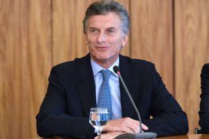 A días de ser presidente, Mauricio Macri realizó una gira en la región Foto:AFP