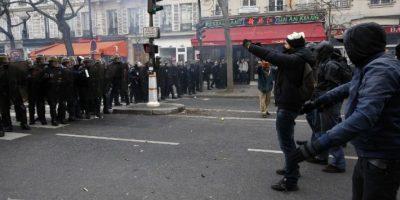 Fotos y videos: Cerca de 100 detenidos en protestas por la COP 21 en París