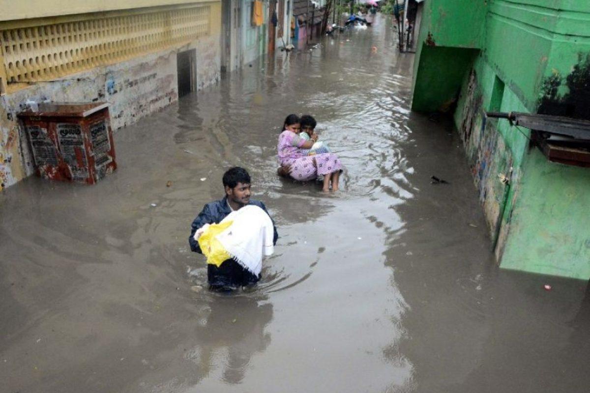 Las familias se ponen a salvo. Foto:AFP