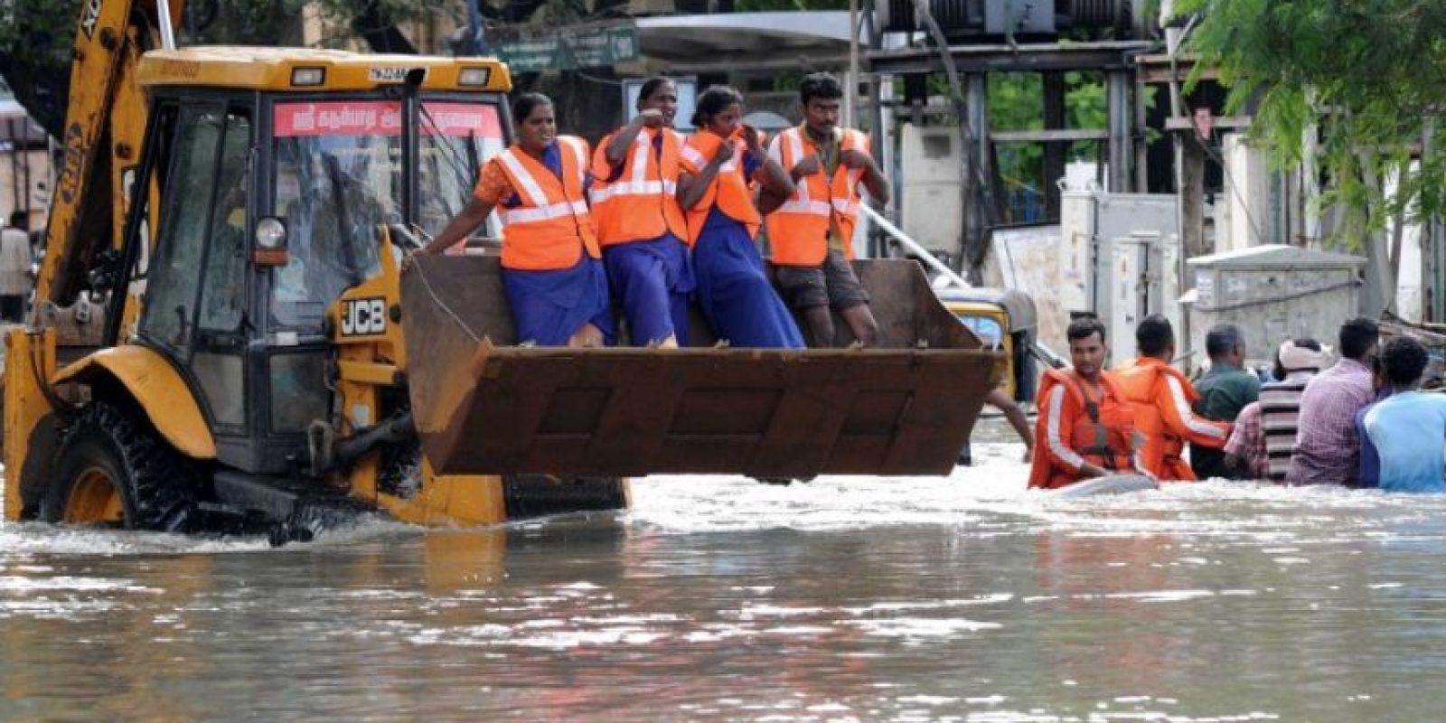 Trabajadores de emergencia llevaron acabo numerosos rescates. Foto:AFP
