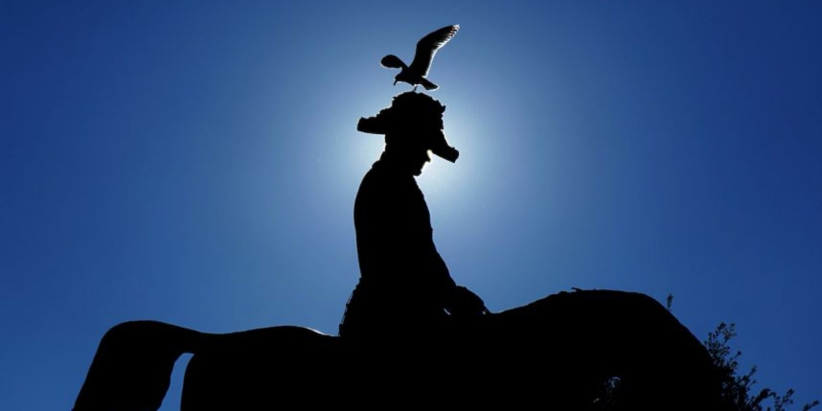 Estatua del rey Carlos Alberto en Roma. Foto:AFP