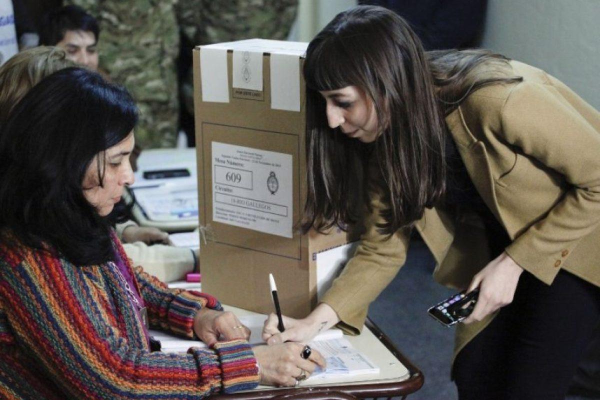 También acudieron a votar los hijos de la presidenta Foto:AFP