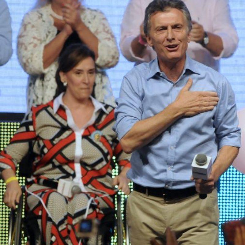 2. Macri se coronó como presidente de Argentina al lograr un 51.4 % de los votos en la segunda vuelta frente a Daniel Scioli, quien obtuvo un 48.6%. Foto:AFP
