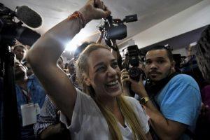 Existen instituciones internacionales que han tratado de calcular el porcentaje de aumento anual en el costo de un producto o servicio para el consumidor en Venezuela y estos son sus resultados. Foto:AFP