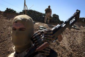 """""""No hago otra cosa más que repartir comida y ropa. De vez en cuando limpio las armas y traigo los cuerpos de los yihadistas caídos en el frente de batalla"""", destacaba otro joven que emprendió el mismo viaje en febrero pasado Foto:AFP"""