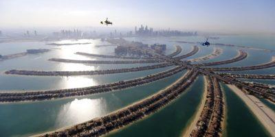 Girocópteros sobrevuelan la capital de los Emiratos Árabes Unidos, Dubai, durante los Juegos Aéreos Mundiales 2015. Foto:AFP