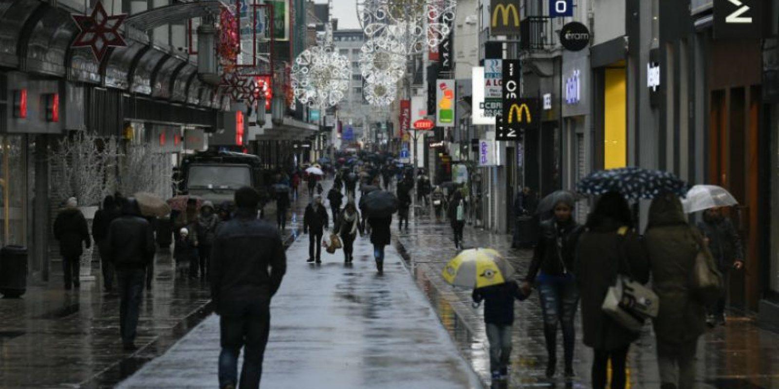 El ministro belga del Interior, Jan Jambon, anunció que la policía examinará casas en el barrio donde vivía el terrorista. Foto:AFP