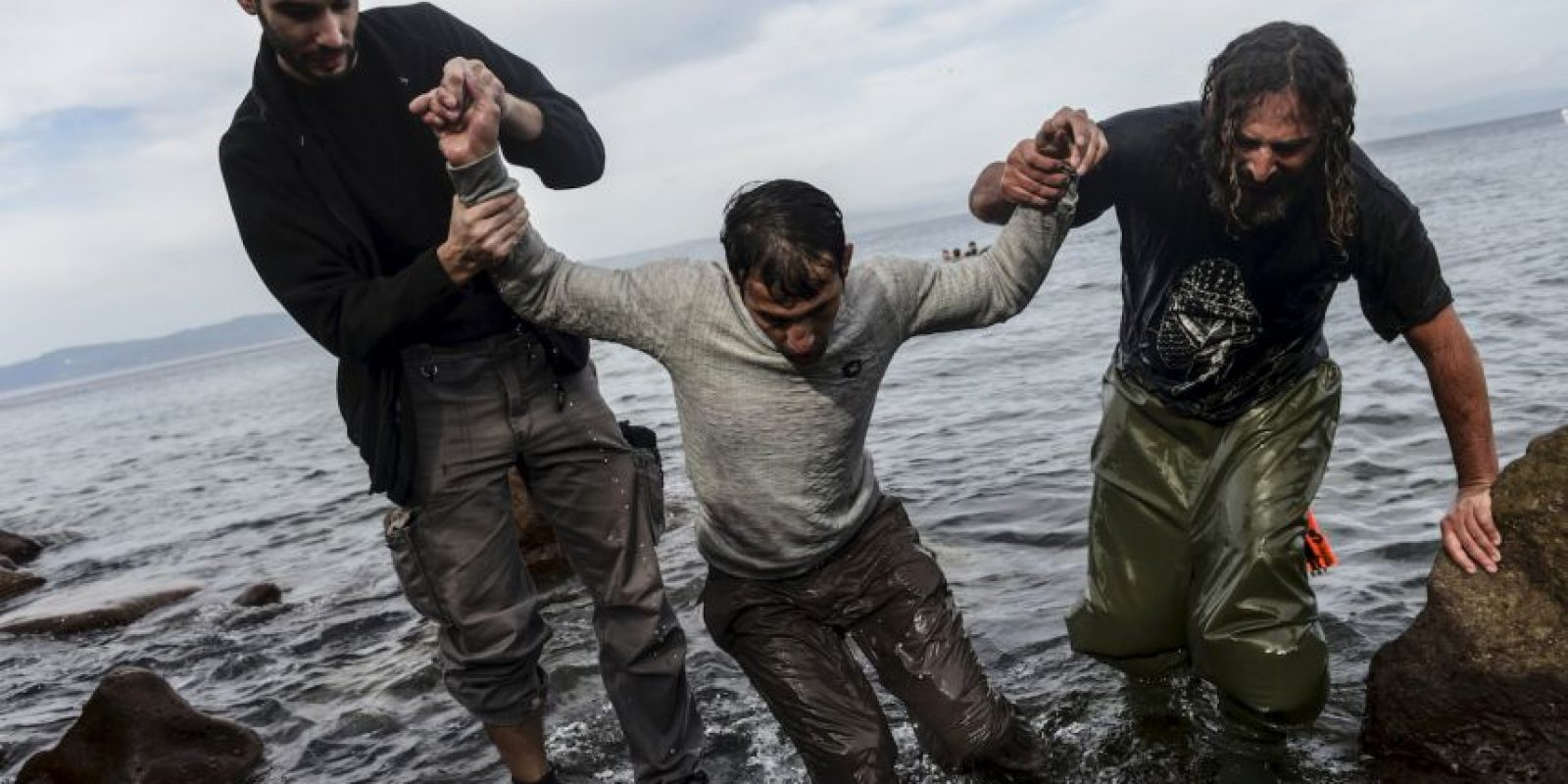 Migrante al llegar a la isla griega Lesbos. Foto:AFP