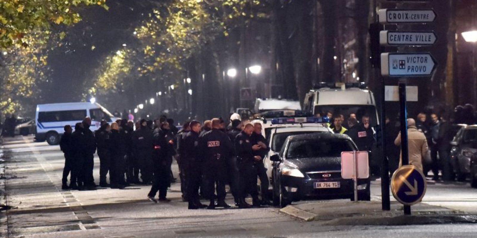 Equipos especiales se presentaron en la escena del crimen Foto:AFP