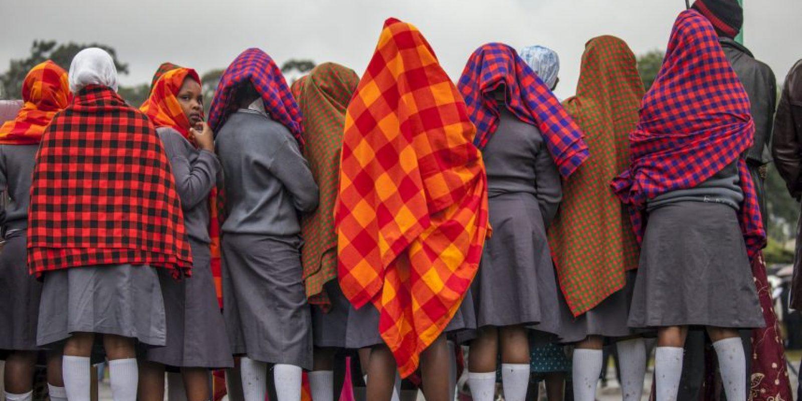 Jóvenes esperan al papa Francisco en la Universidad de Nairobi, Kenia. Foto:AFP