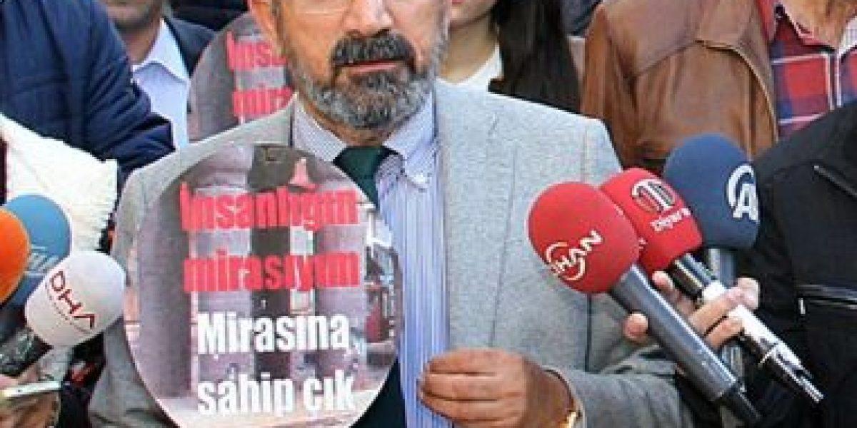 Miles marchan en tributo al abogado asesinado en plena conferencia de prensa